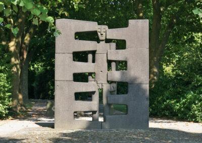 Skulptur Der eingezwängte Mensch
